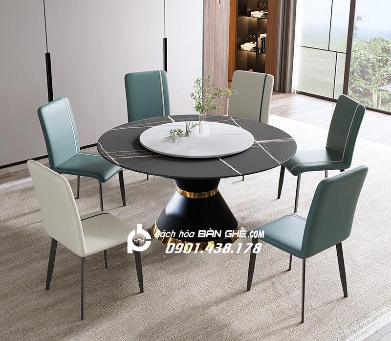 Bộ bàn ăn 2 mặt đá mâm xoay ghế da Zena Bàn tròn mặt đá có mâm xoay đường kính 135cm hoặc 150cm, mặt đá chất liệu cẩm thạch, chân trụ thép sơn tĩnh điện, nâng đỡ mặt bàn chắc chắn. Mẫu bàn ăn mặt đá tròn mâm xoay hiện đại, tiện nghi dành cho những ai đang tìm kiếm sản phẩm này cho không gian sống của mình thêm sang trọng, hoàn hảo.  Ghế ăn da Zena với thiết kế thanh lịch, tinh tế, kiểu dáng cổ điển với các gam màu nhã nhặn, dễ dàng phối hợp với nội thất mọi không gian bạn mong muốn. Bộ bàn ăn mặt đá mâm xoay cho 6 người, 8 người, 10 người kết hợp ghế da làm tôn thêm vẻ sang trọng cho phòng bếp căn hộ, nhà phố, gia đình, là lựa chọn tuyệt vời đối với gia đình có phòng ăn rộng rãi, thoáng đãng.