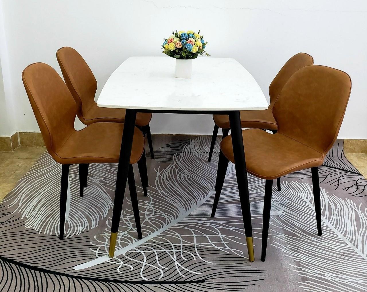 Bộ bàn ăn mặt đá ghế da cho căn hộ tại HCM